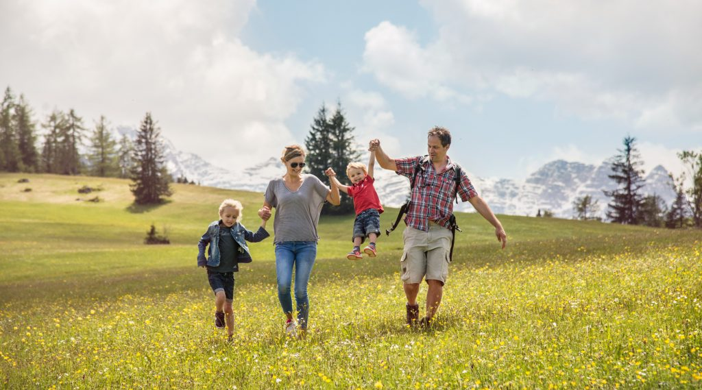 Family hiking in Salzburger Saalachtal