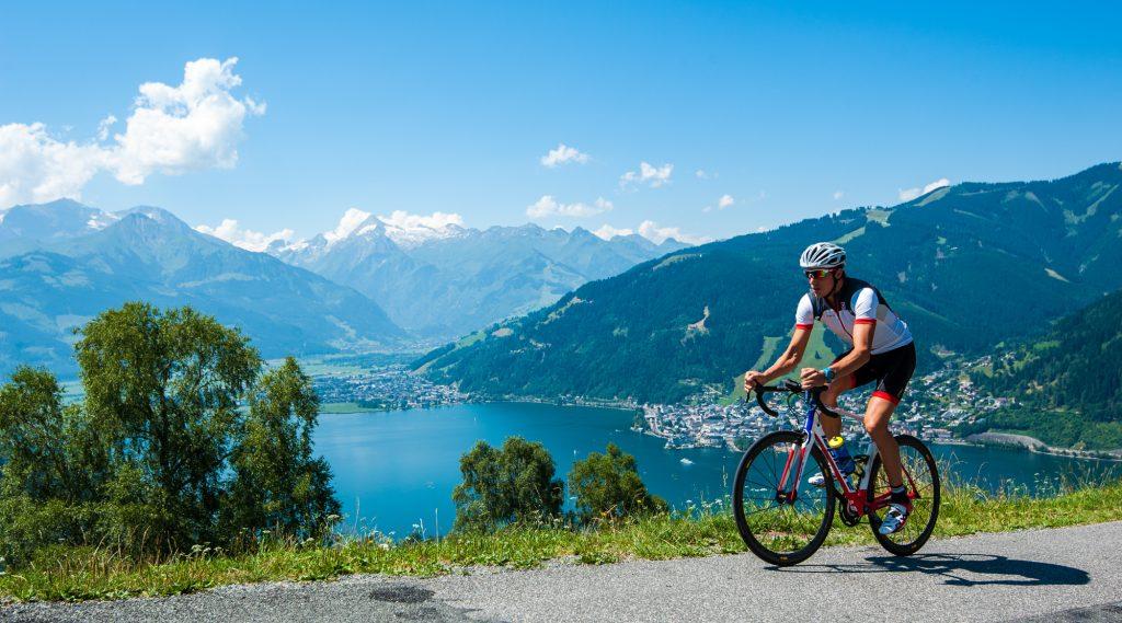 Triathlet Lukas Hollaus beim Rennradtraining am Mitterberg