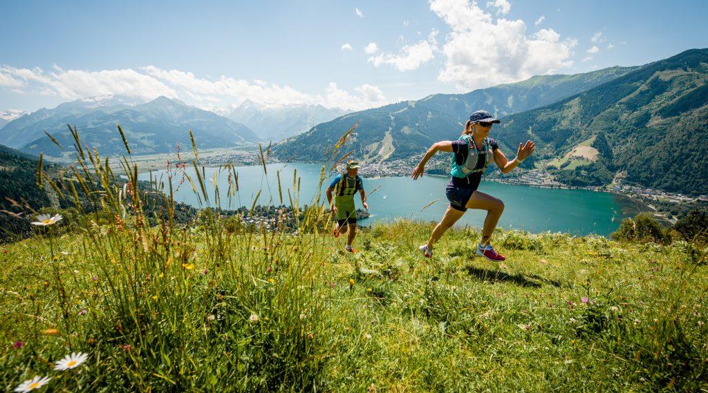 Trailrunner am Mitterberg mit Blick auf den Zeller See.
