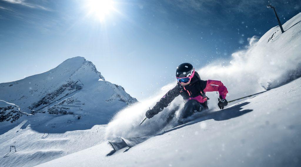 Freerideaction in powder snow.