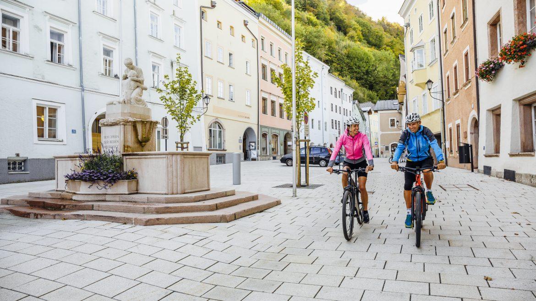 Tauern Cycle Trail city thoroughfare in Hallein
