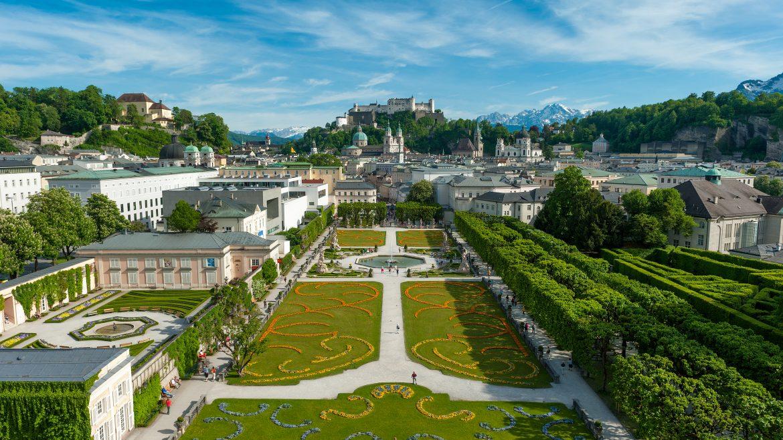 © Tourismus Salzburg GmbH, Günter Breitegger - Mirabellgarten mit Blick auf Festung Hohensalzburg