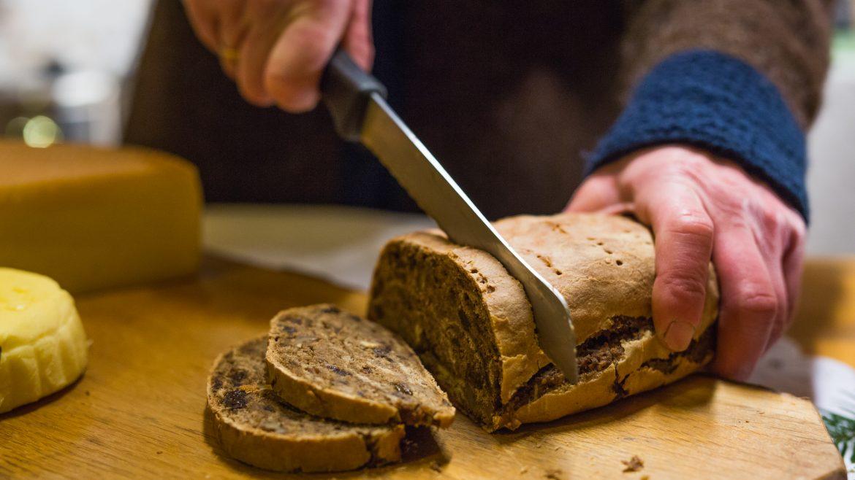 Resi Schafflinger cuts the fruitcake