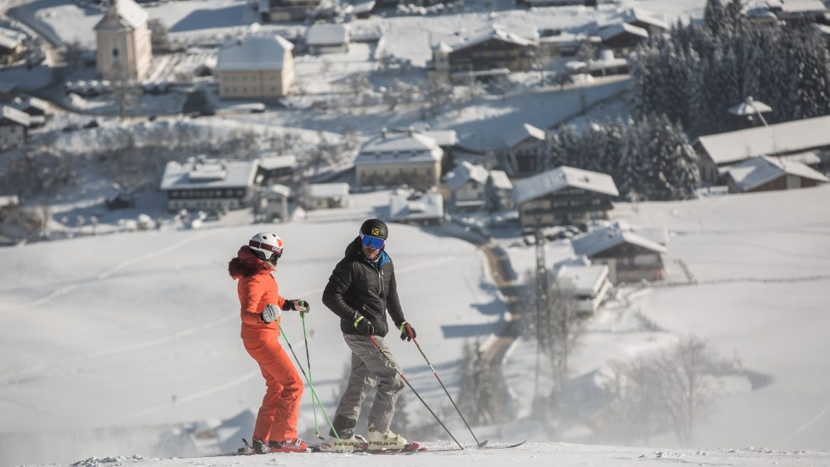 Alexandra Meissnitzer and Hermann Maier skiing in Flachau