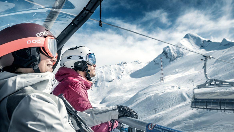 Kitzsteinhorn – Skifahrer am Gletscherjet3 am Kitzsteinhorn - Síelés a Gletscherjet3-mal