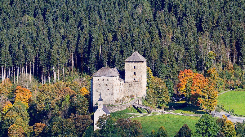 Burg Kaprun im Herbst