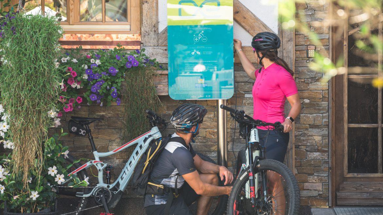 Elektromos töltőállomás használata egy hütténél, eTankstelle