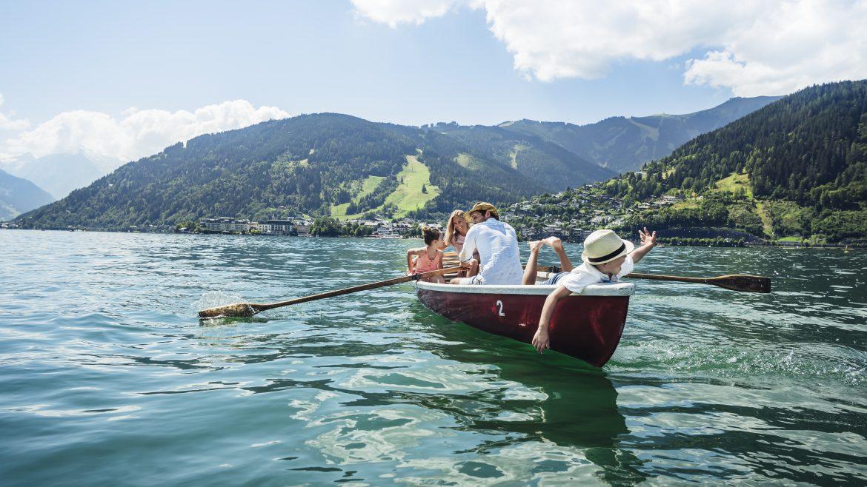 Evezős kirándulás az egész család számára a Zelli-tavon, Ruderboot Ausflug am Zeller See mit der ganzen Familie