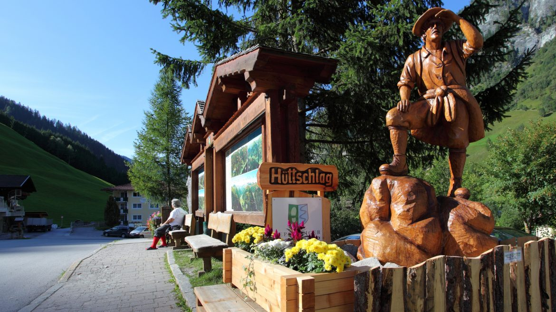 Holzskulptur Bergsteiger
