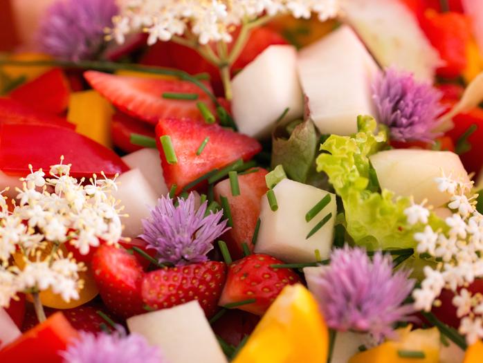 Holunderbluten-im-Salat