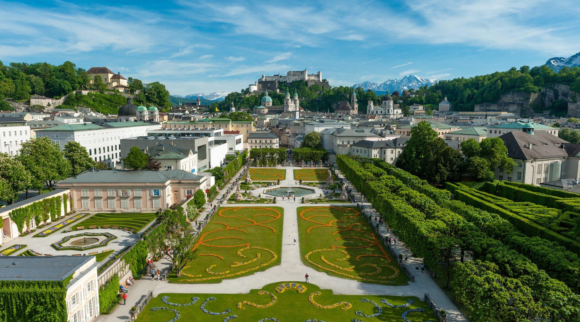 Gli eleganti giardini di Mirabell a Salisburgo