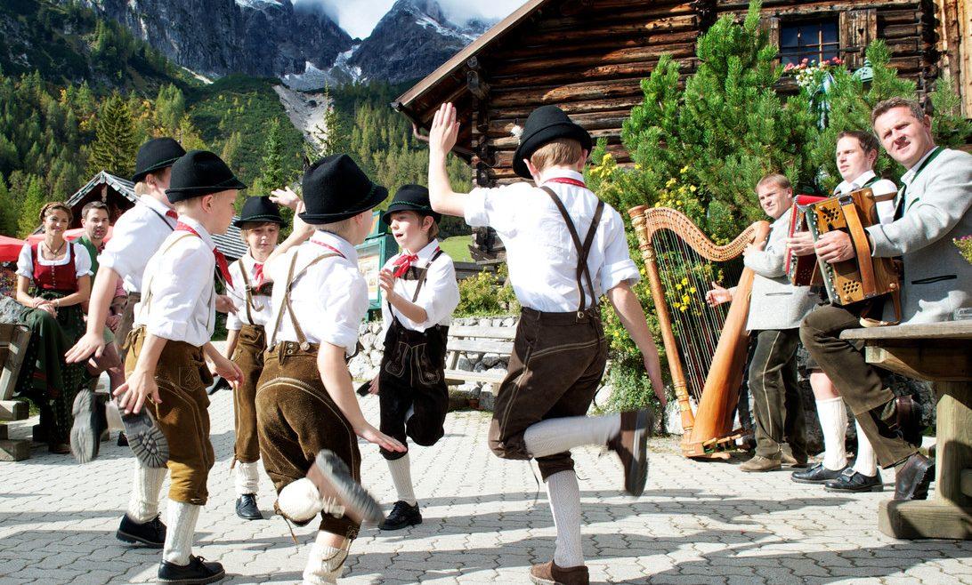 Balli folk per grandi e piccini alle feste dell'Autunno Contadino