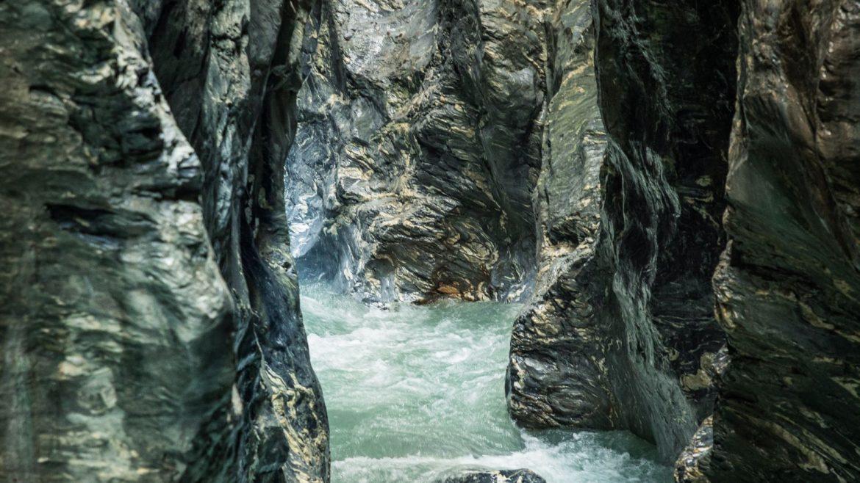 Acqua e roccia nella gola