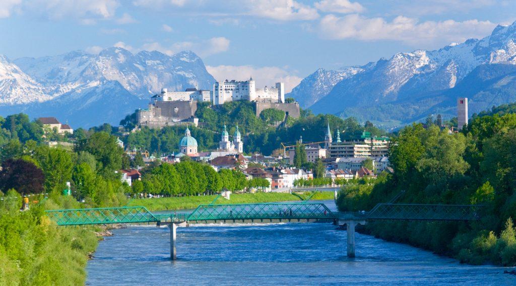 Kamperen in de stad Salzburg met uitzicht op de binnenstad