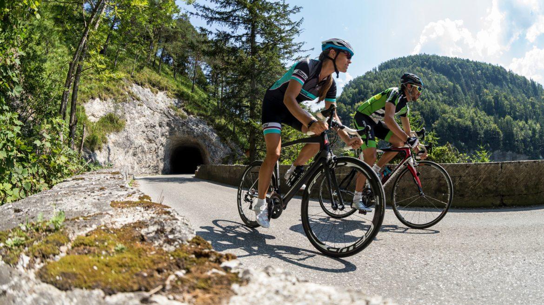 Twee wielrenners in SalzburgerLand