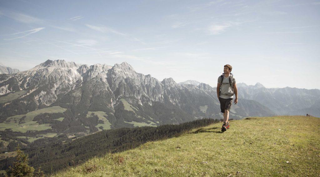 Een wandelaar in de bergen