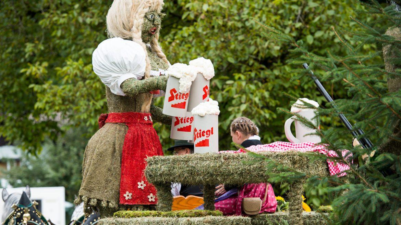 Hooifiguren tijdens de Bauernherbst
