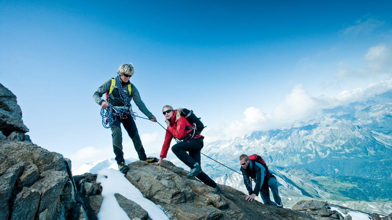 Onder begeleiding van een berggids de berg op
